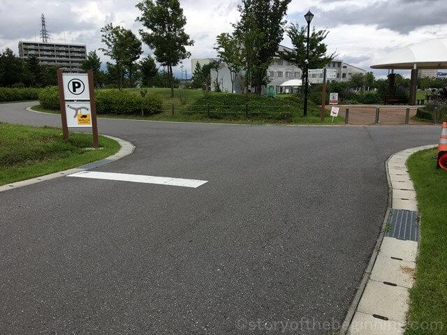 佐久市市民交流ひろば駐車場入口