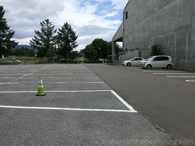 佐久市市民交流センター駐車場の様子1